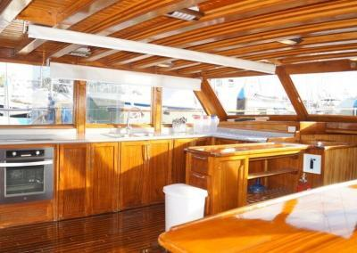 90ft-galeon-kitchen2