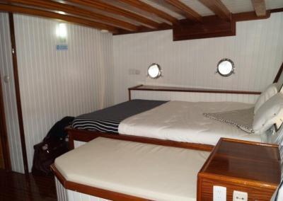 90ft-galeon-stateroom3
