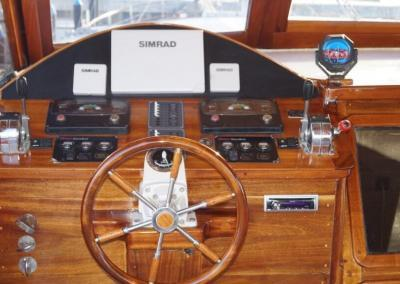 90ft-galeon-wheelhouse