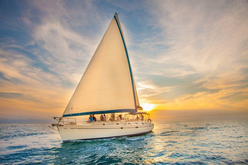 luxury-sunset-sail