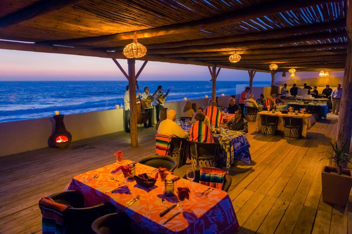 sunset-dinner-diners