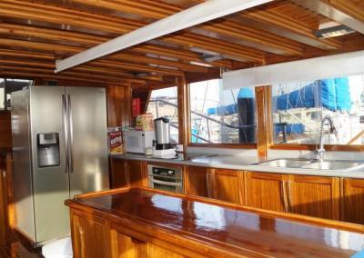 90ft-galeon-kitchen